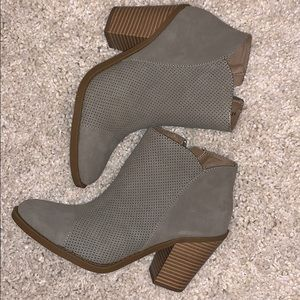 Brown wedged boots with zipper. Great for a party.